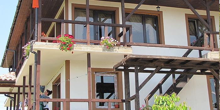 Консултиране и подпомагане изграждането на общо 7 къщи